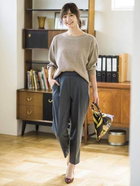 ユニクロのワッフルクルーネックT(7分袖)を着ている女性のコーディネート例