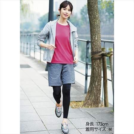 ユニクロのドライEXクルーネックT(半袖)を着ている女性のコーディネート例