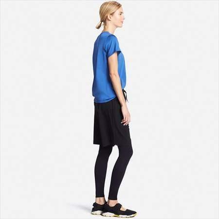 ユニクロのエアリズムパフォーマンスサポートタイツを履いている女性