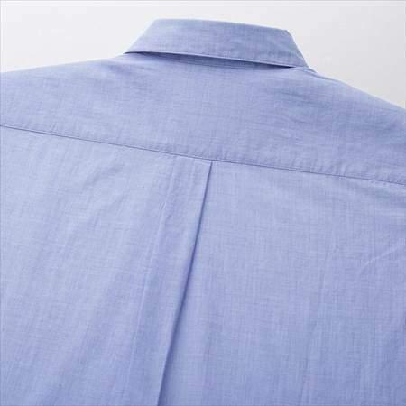 ユニクロのソフトコットンシャツ(長袖)の襟後ろと背中部分のアップ