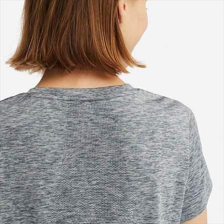 ユニクロのドライEXクルーネックT(半袖)の背中のメッシュ加工のアップ