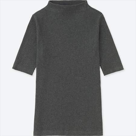 ユニクロのリブハイネックT(5分袖)のグレー