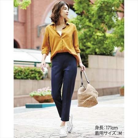 ユニクロのポンチスティックスリムパンツ(丈標準65cm)を履いている女性のコーディネート例