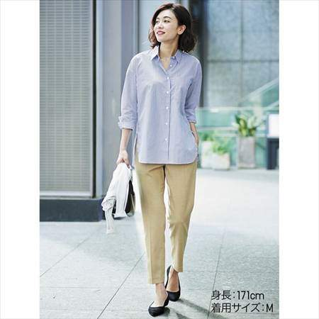 ユニクロのEZYアンクルパンツ(丈標準66~68cm)を履いている女性のコーディネート例