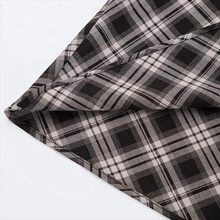 ユニクロのレディースのチェックフレアスカート(ハイウエスト・丈標準71~74cm)の裾のアップ