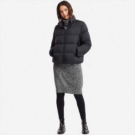 ユニクロのウルトラライトダウンボリュームジャケットを着ている女性