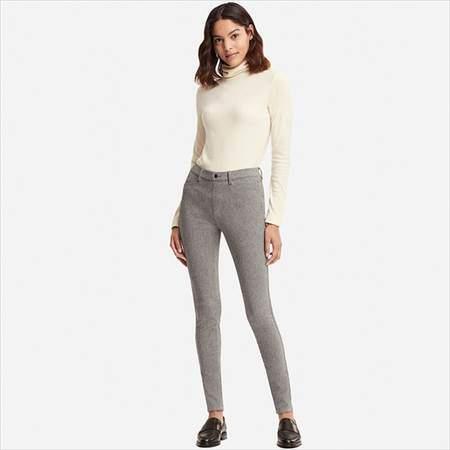 ユニクロのヒートテックレギンスパンツを履いている女性