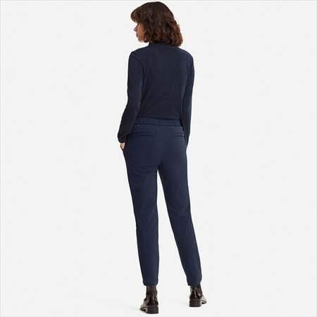 ユニクロの防風ウォームイージーパンツ(丈標準71~73cm)を履いている女性