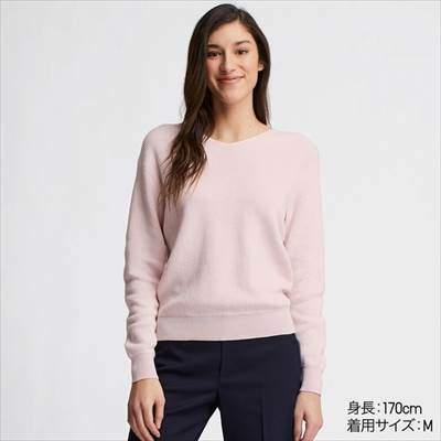 ユニクロのコットンカシミヤVネックセーター(長袖)のピンク