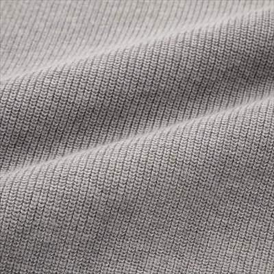 ユニクロのコットンカシミヤVネックセーター(長袖)のライトグレーの生地のアップ
