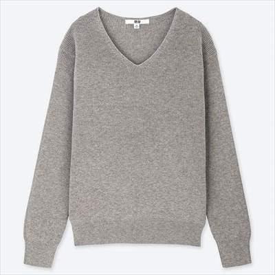 ユニクロのコットンカシミヤVネックセーター(長袖)のライトグレー